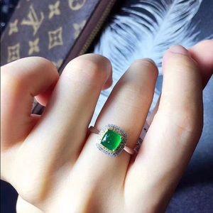 💍 Stunning 💯 Certified Emerald Diamond Ring